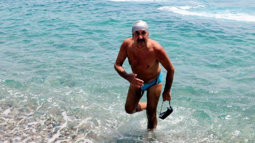 Açıkta yüzen adam deniz polisini alarma geçti