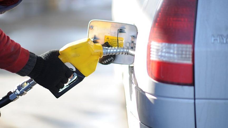 Dolar yükseldi, ABD petrolü uçtu benzine zam bekleniyor