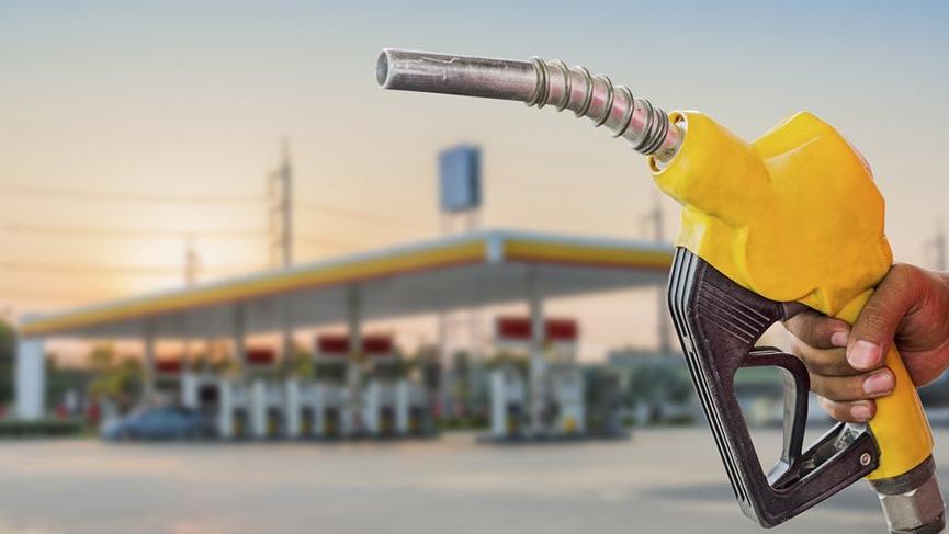 Radyocu Nihat Sırdar'dan benzin fiyatına zam duyurusu
