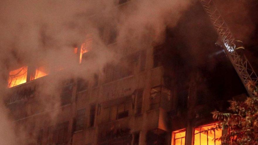 Brezilya'da gökdelen yandı: Ölü ve yaralı var