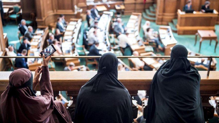Danimarka'da tartışma yaratan yasak: Burka yasaklandı