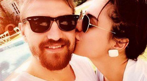 Caner Erkin'den öpücüklü selfie