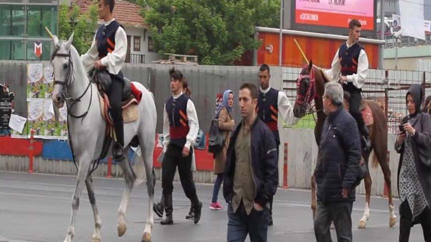 Mecidiyeköy'de atlı cirit ekibi şaşkınlığı