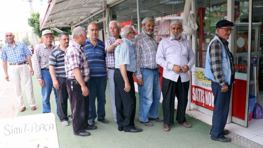 Antalya'da ucuz ekmek çılgınlığı yayılıyor