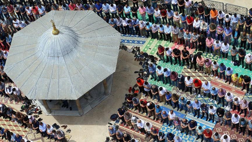 Ramazanın ilk cumasında camiler doldu taştı