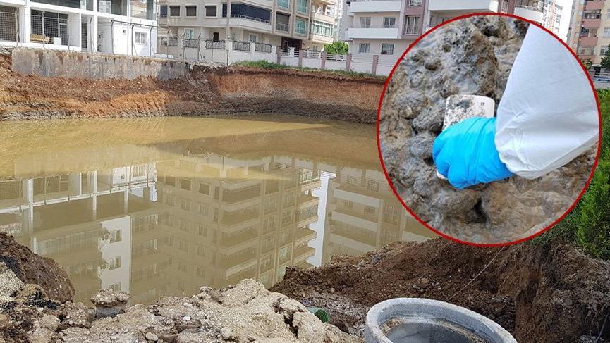 FETÖ'cünün çukura attığı telefon tonlarca su tahliye edilerek bulundu