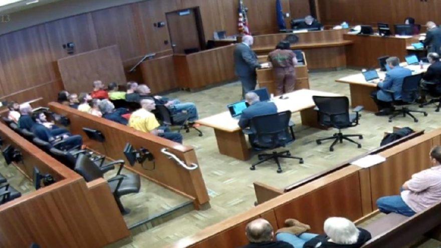 Herkes dondu kaldı… Mahkeme salonundan firar!