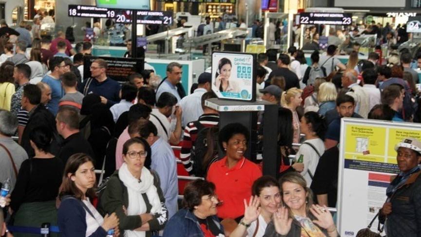 Havalimanında 1 Mayıs yoğunluğu!