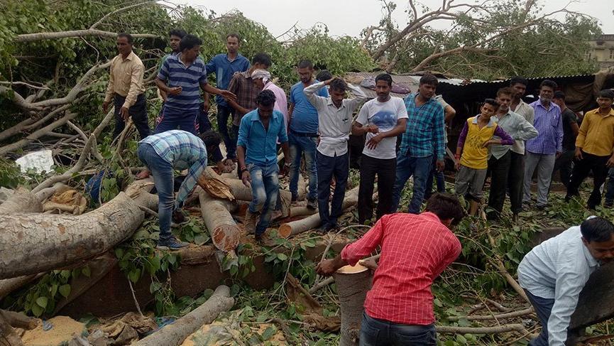 Hindistan'da meydana gelen kum fırtınası 125 can aldı