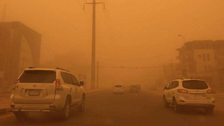 Hindistan'da kum fırtınası can alıyor
