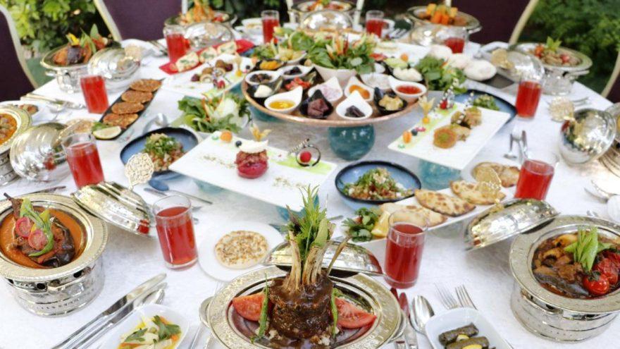 'İsraf olmasın' ayında zengin iftar menüleri dikkat çekiyor