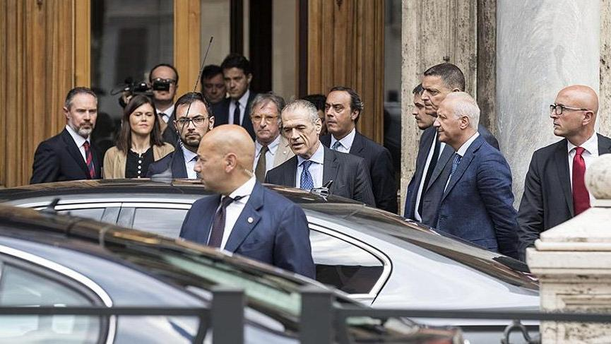 İtalya'da kriz ağırlaşıyor