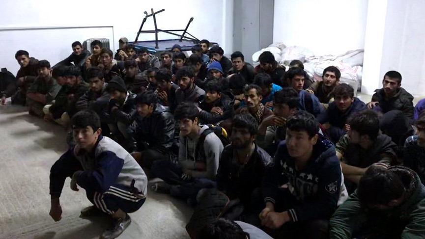 14 kişilik minibüste, 56 kaçak yakalandı
