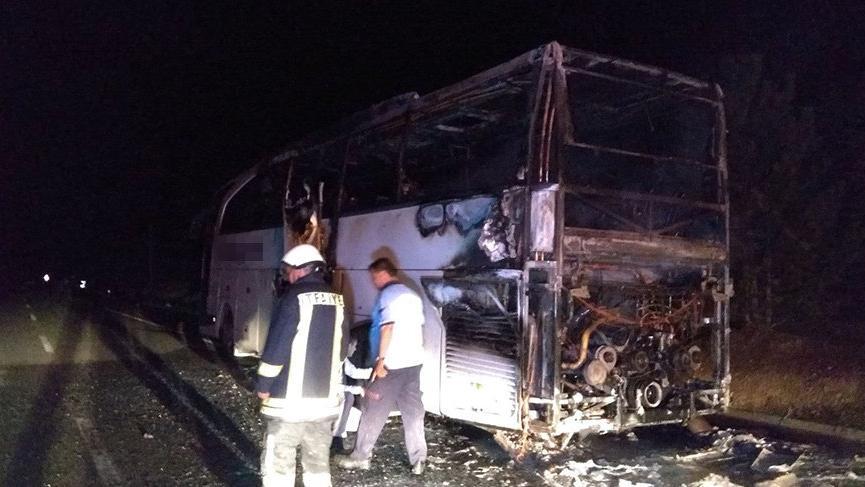 İçinde 43 yolcu bulunan yolcu otobüsü alev alev yandı