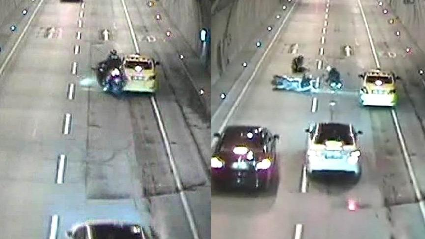 Motosiklet sürücüsü aniden duran taksiye çarptı