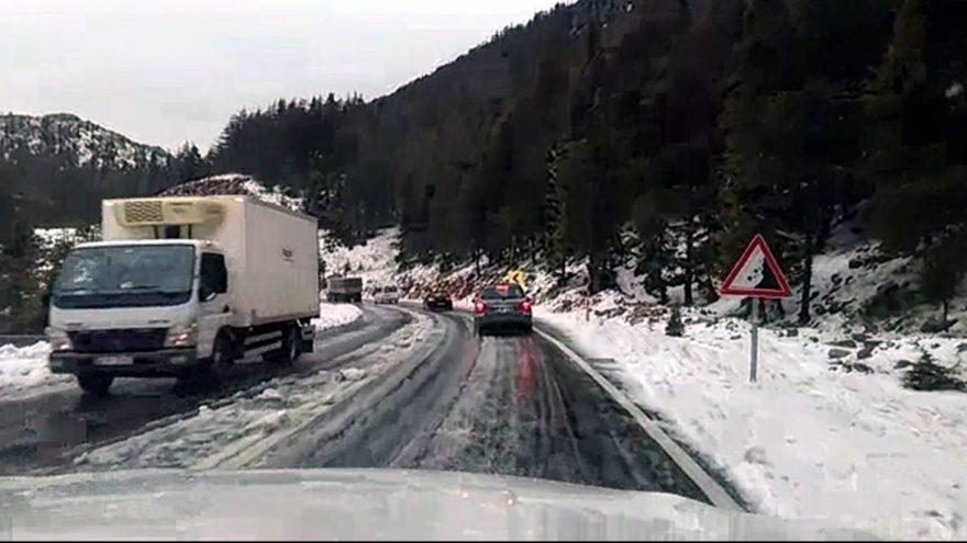 Mayıs'ta kar! Antalya-Konya arası ulaşım durdu