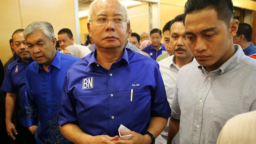 Malezya'da iktidar 60 yıl sonra değişti