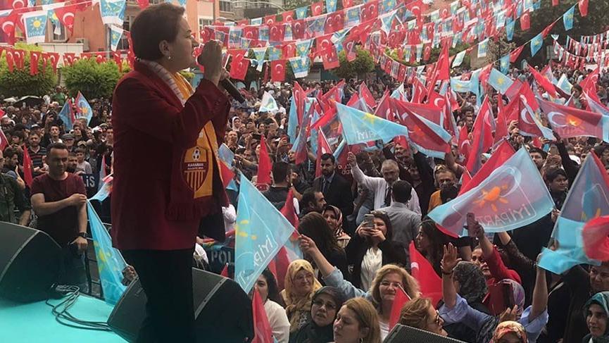 Akşener Karaman'da Ferman ve Atatürk portresi ile karşılandı