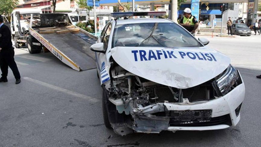 Bakan Eroğlu'nun konvoyunda kaza!