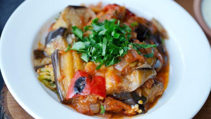 Patlıcan musakka tarifi | Fırında veya tencerede patlıcan musakka nasıl yapılır?