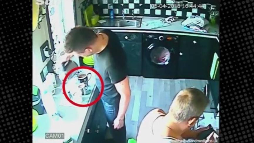 Gizemli olaylardan bıktılar evlerine gizli kamera kurup akılalmaz olayları kaydettiler