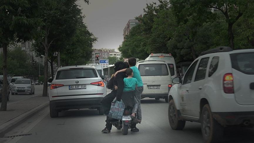 Konya'da elektrikli bisiklet üzerinde tehlikeli yolculuk