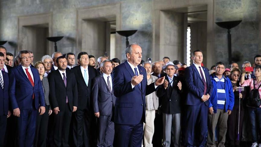 Muharrem İnce'den Anıtkabir'de Atatürk'e dua