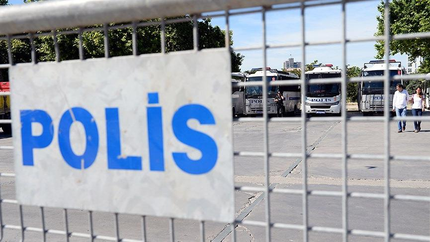 Taksim'de Gezi Parkı boşaltıldı, yollar kapatıldı