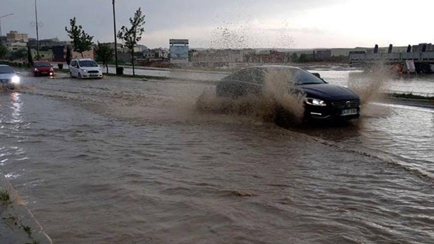 Sadece Ankara değil, Diyarbakır-Mardin karayolu da sular altında kaldı