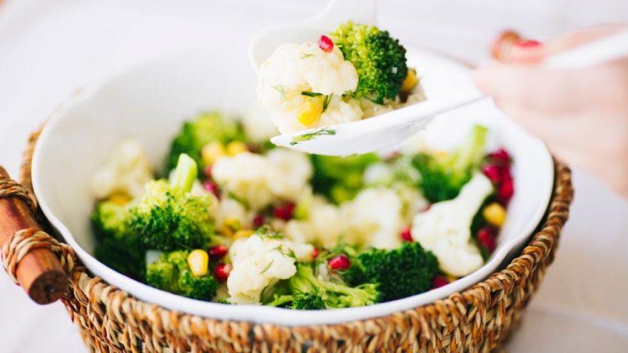Karnabahar salatası tarifi: Lezzetli ve hafif karnabahar salatası nasıl yapılır?