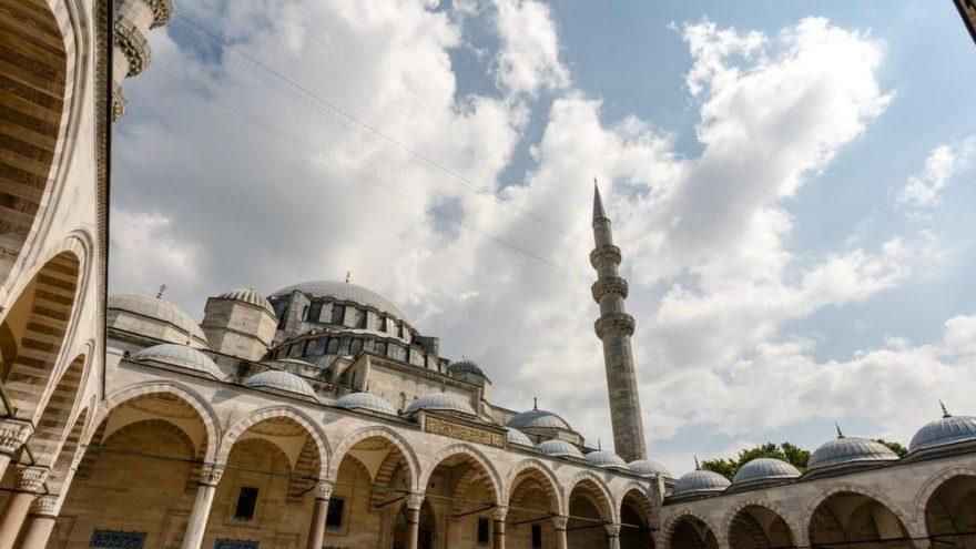 İzmir'de iftar saat kaçta? İzmir imsakiyesi 2018