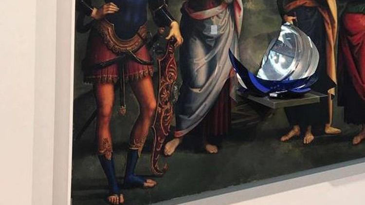 60.000 dolarlık sanat eserini kırdı