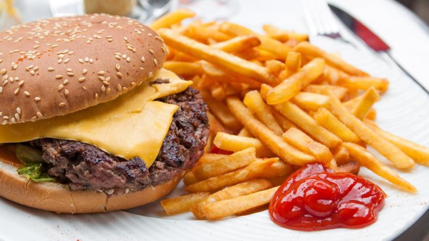 Fast-food tüketen kadınlar dikkat: Kadın doğurganlığını olumsuz etkiliyor