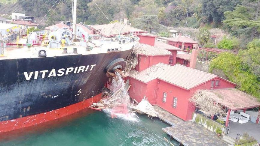 Yalıya çarpan gemi de yeni gelişme