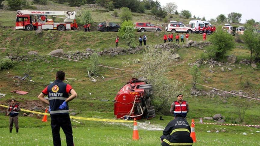 Yangına giden itfaiye aracı uçuruma yuvarlandı: 1 ölü, 1 yaralı