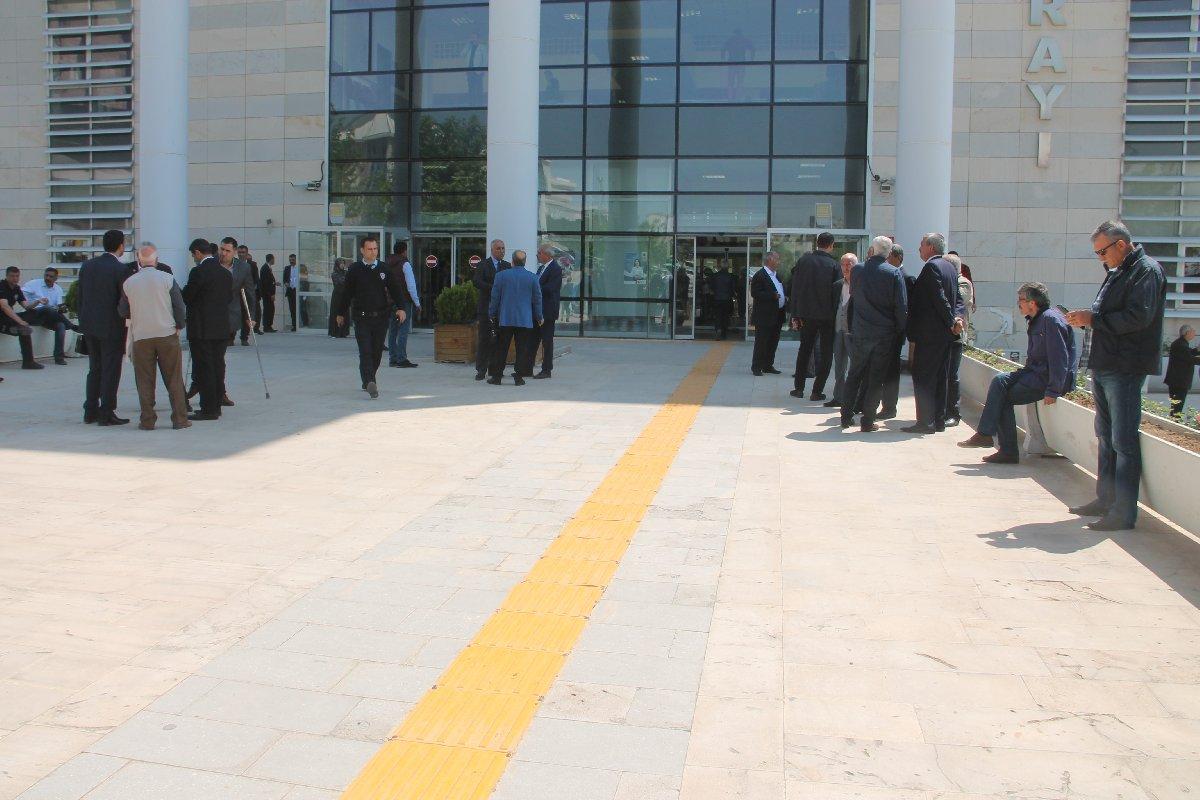 Cumhurbaşkanlığı adaylığı nedeniyle 100 bin imza başvuru yapan siyasiler için Türkiye genelinde olduğu gibi Elazığ'da da seçim kurulunda yoğunluk yaşanmaya başladı.