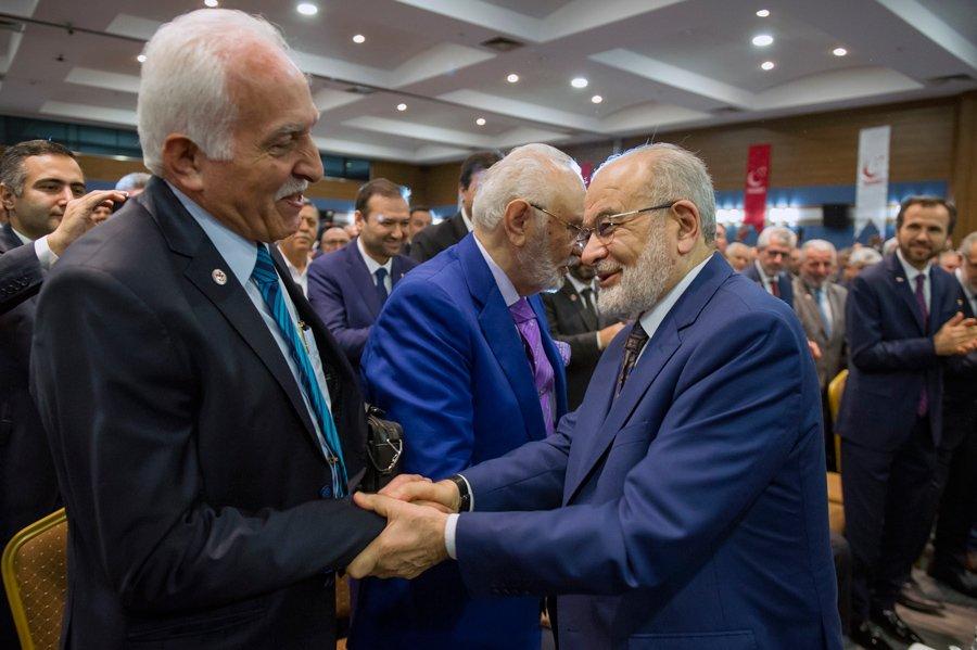 FOTO:İHA - Temel Karamollaoğlu'nu SP'nin eski genel başkanı Mustafa Kamalak da tebrik etti.