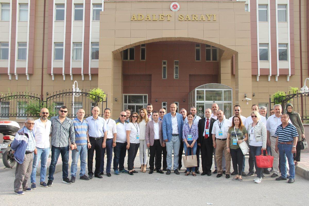 'Ben 100 bin imza ile Cumhurbaşkanı adayıyım' diyen İYİ Parti Genel Başkanı Meral Akşener'e ilk imza İYİ Parti Manisa Milletvekili aday adayı Hasan Eryılmaz'dan geldi.
