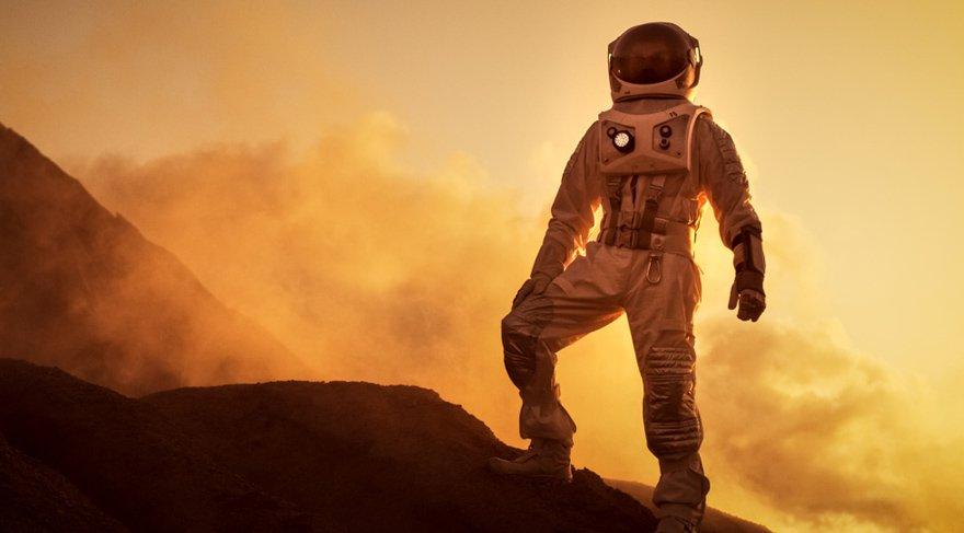 Koç burcunda seyahat ettiğim dönemde dünya dışında nerelerde yaşam kurulabilir, hangi gezegenlere yatırım yapılabilir bunları keşfettirdim, şimdi önümüzdeki 8 yıl boyunca bu keşfettirdiğim yerde yaşama imkanı sunacağım. Artık Mars'a mı gider koloni kurarsınız yoksa Venüs'ten ev mi satın alırsınız yaşayıp göreceğiz.