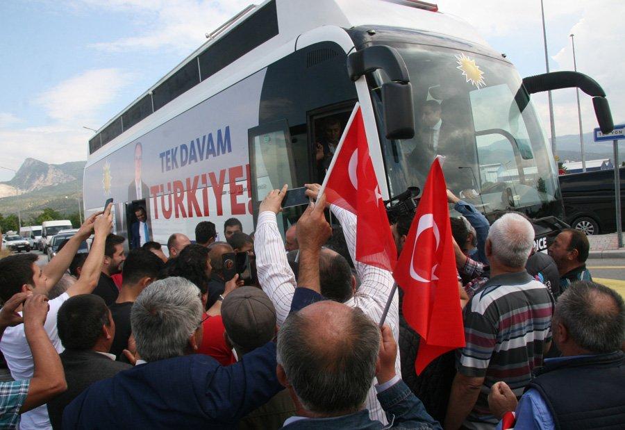 FOTO:İHA - İnce'yi Bozkurt'ta vatandaşlar böyle karşıladı.