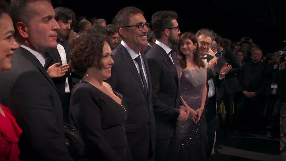 Nuri Bilge Ceylan Ahlat Ağacı filminin gösteriminden sonra uzun süre ayakta alkışlandı.