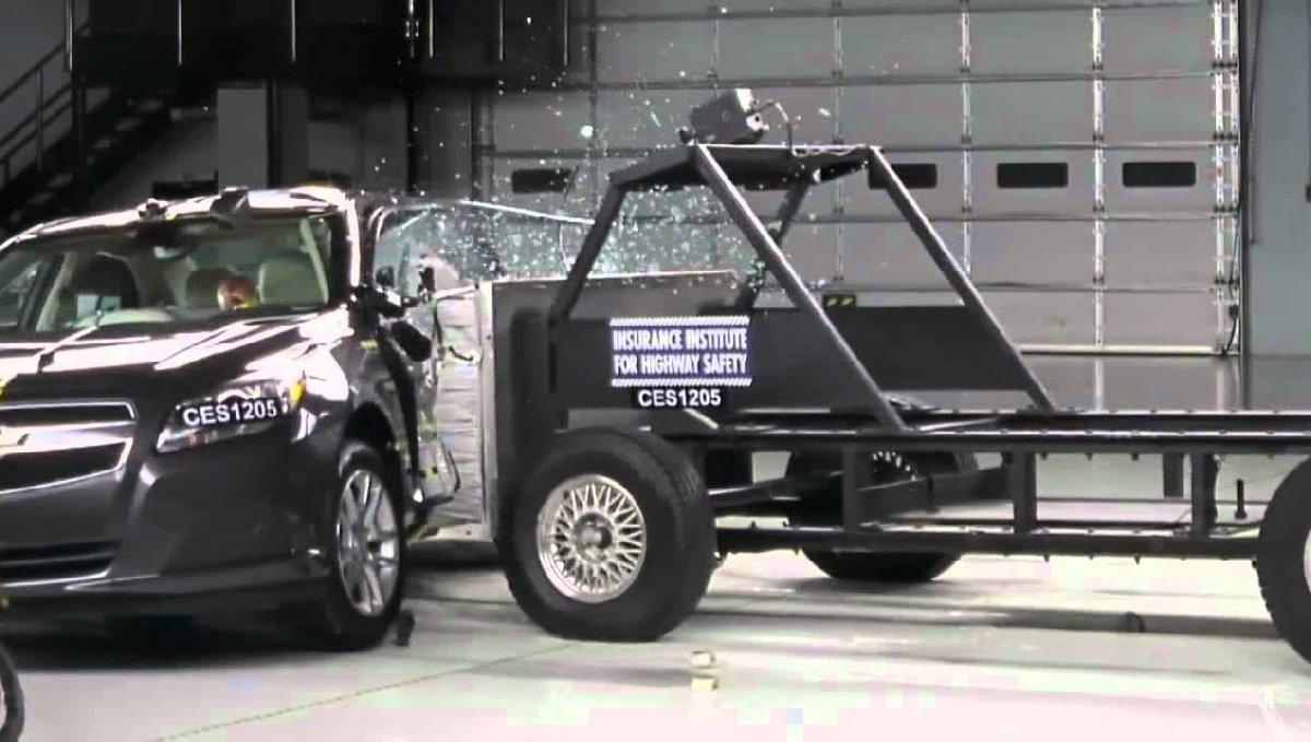 pole-side-impact-occupant-protection10-kopya