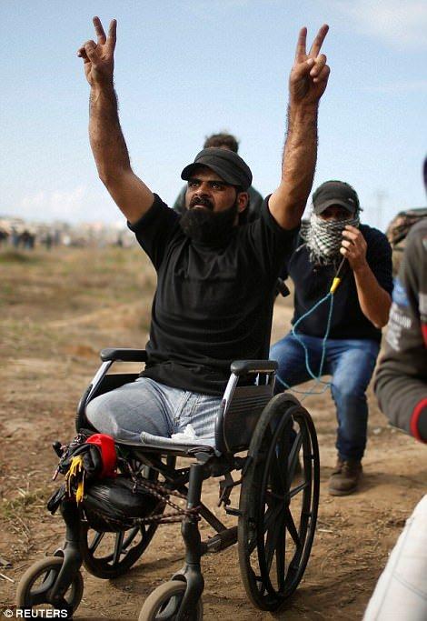 2014 yılında İsrail'in Gazze'ye müdahalesinde bacaklarını kaybeden genç adam, dünkü saldırılarda hayatını kaybetti. Yerel basın,