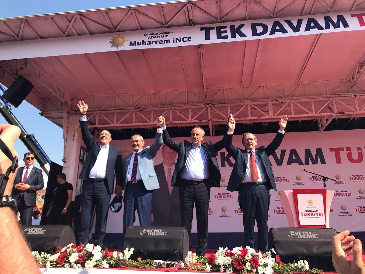 FOTO:SÖZCÜ - İnce kürsüye; Abdüllatif Şener, İlhan Kesici ve Yılmaz Büyükerşen ile birlikte çıktı.