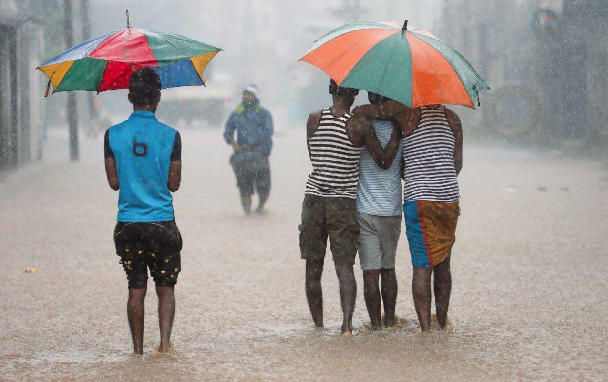 Sri Lanka'da şiddetli yağış sele sebep oldu.