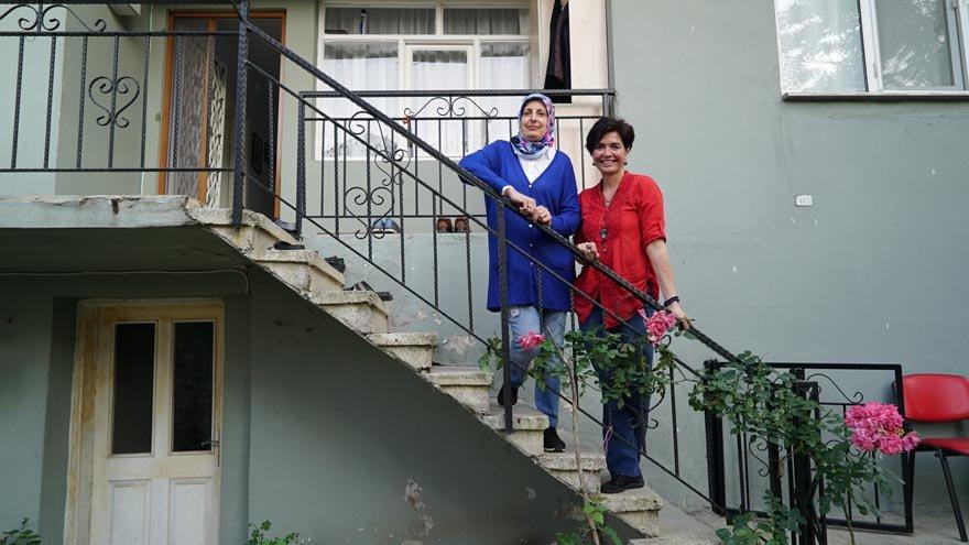 Meryem Dönmez, evi idare edip kardeşlerine bakabilmek için eğitiminden vazgeçmiş.