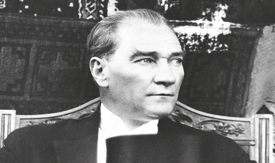 Atatürk'ün geleceği doğru tahmin etmesinin nedeni geçmişi çok iyi bilmesidir.