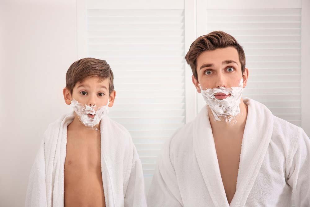 Her erkek bakımlıdır ama sizin babanız görünümüne, bakımına daha çok ilgi gösteriyorsa, onun için bir güzellik seti, teknolojik bir traş makinesi, manikür seti ya da cilt bakımı veya masaj hediye edebilirsiniz.