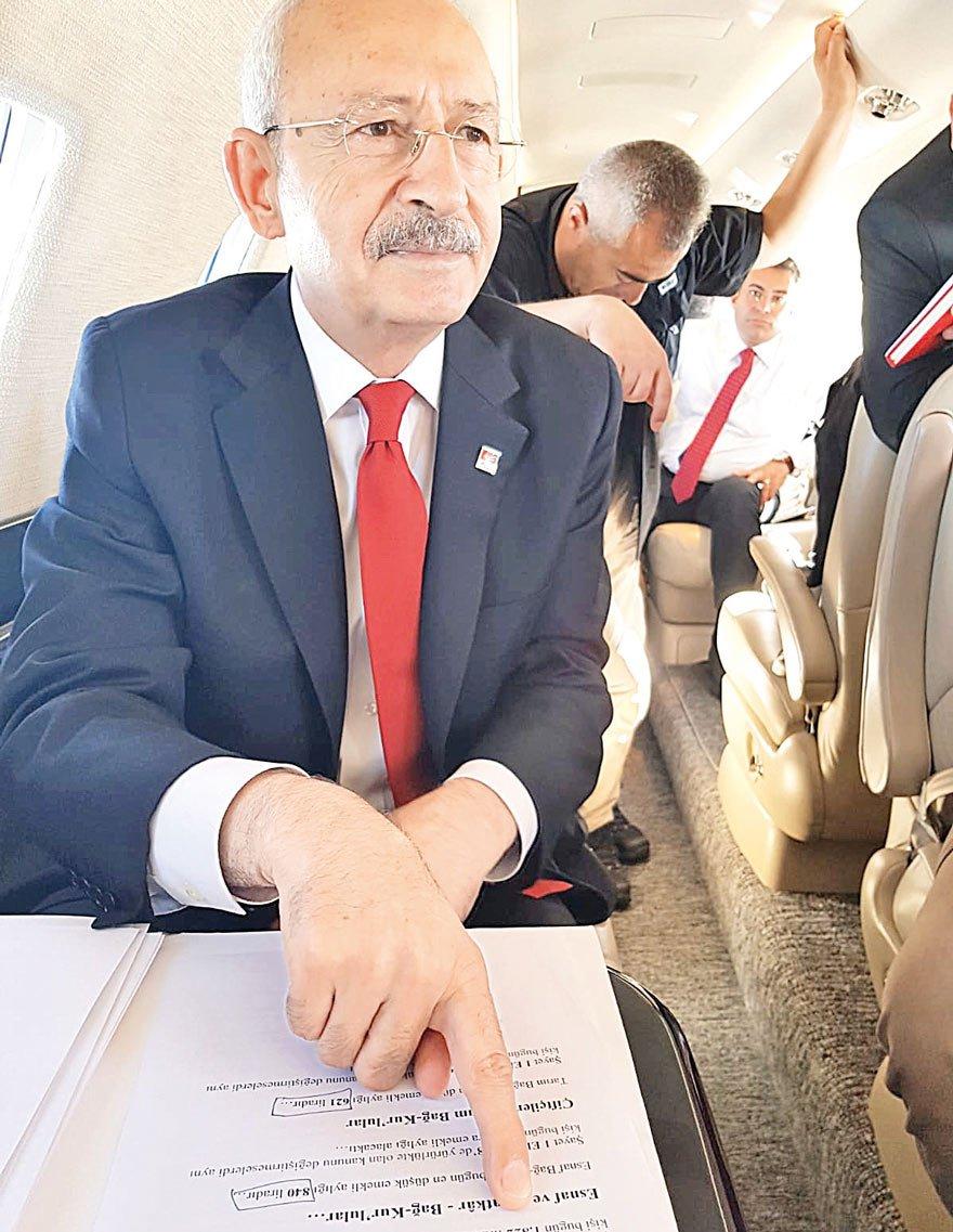 Uçakta 'reform' dosyasını açtı