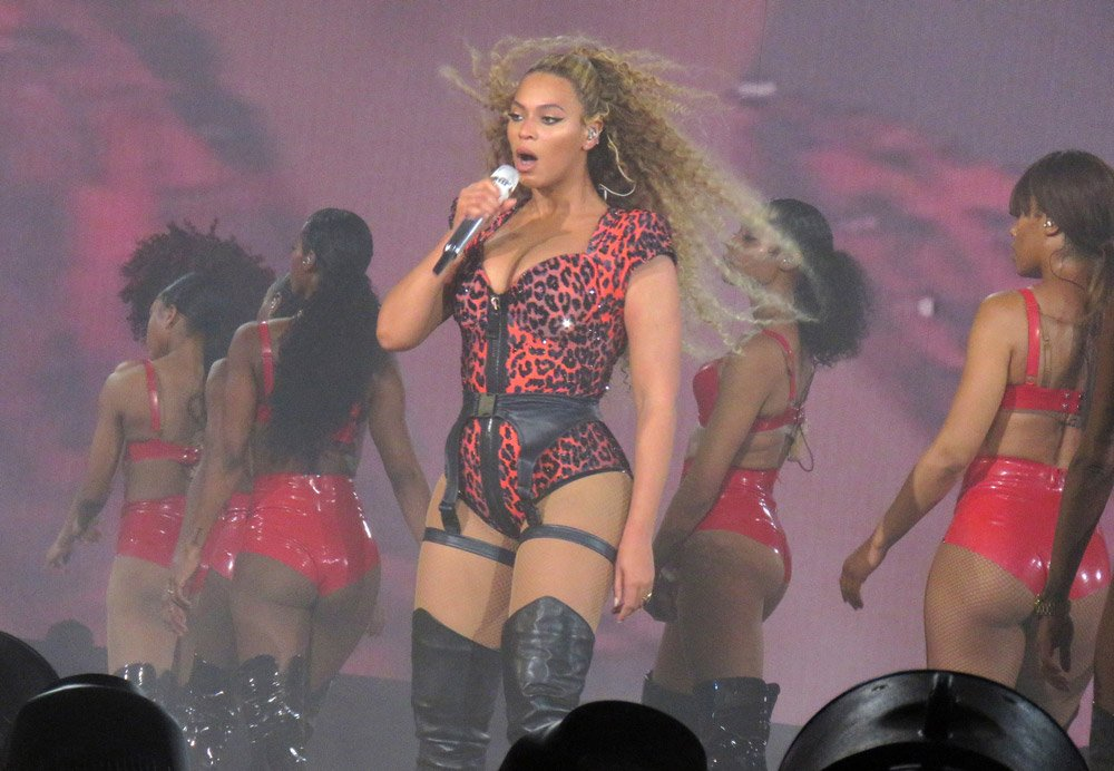 beyonce-konser-backgrid